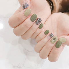 方圆形绿色银色钻美甲图片