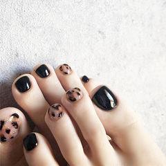 脚部黑色棕色手绘豹纹美甲图片
