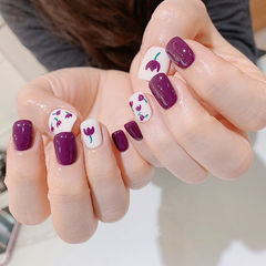 方圆形紫色白色手绘花朵美甲图片