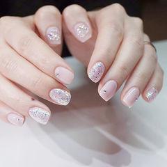 方圆形粉色银色钻简约上班族美甲图片