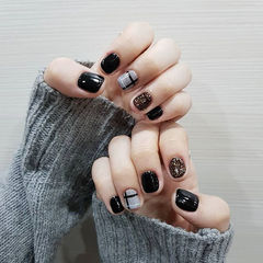 方圆形黑色白色线条短指甲美甲图片