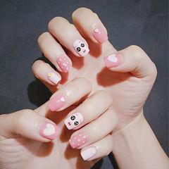 方圆形粉色黑色手绘小猪新年美甲图片