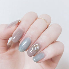 圆形蓝色灰色珍珠跳色简约美甲图片