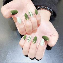 圆形绿色白色线条美甲图片
