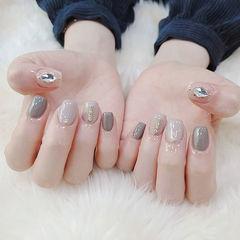 方圆形灰色裸色钻美甲图片