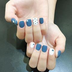 方圆形蓝色白色心形磨砂波点美甲图片