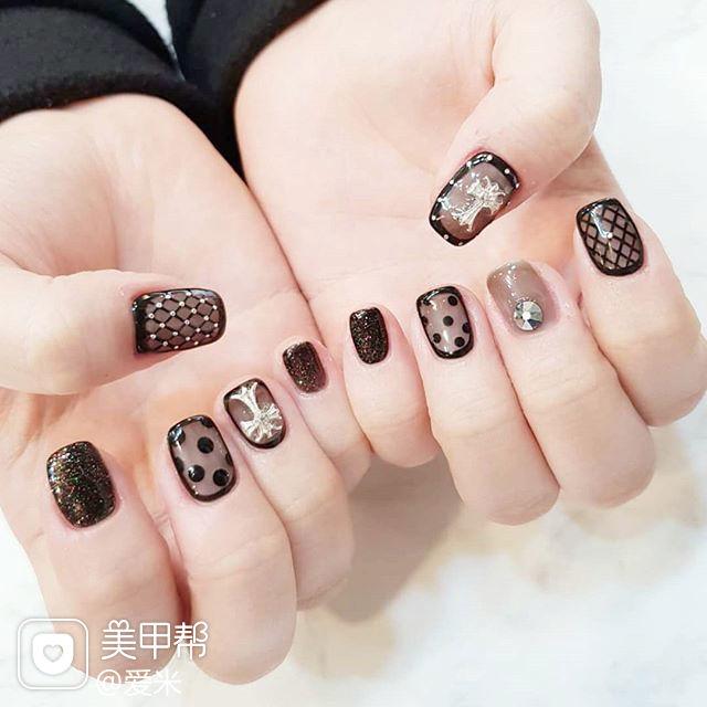 方圆形黑色网纹波点克罗心包边韩式美甲图片
