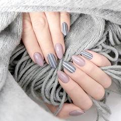 圆形香芋紫色灰色条纹简约美甲图片