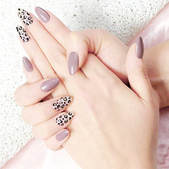 圆形香芋紫色黑色手绘豹纹美甲图片