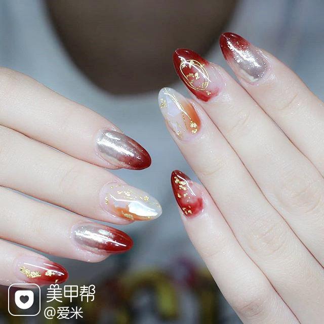 圆形南瓜色红色晕染金箔日式新年美甲图片
