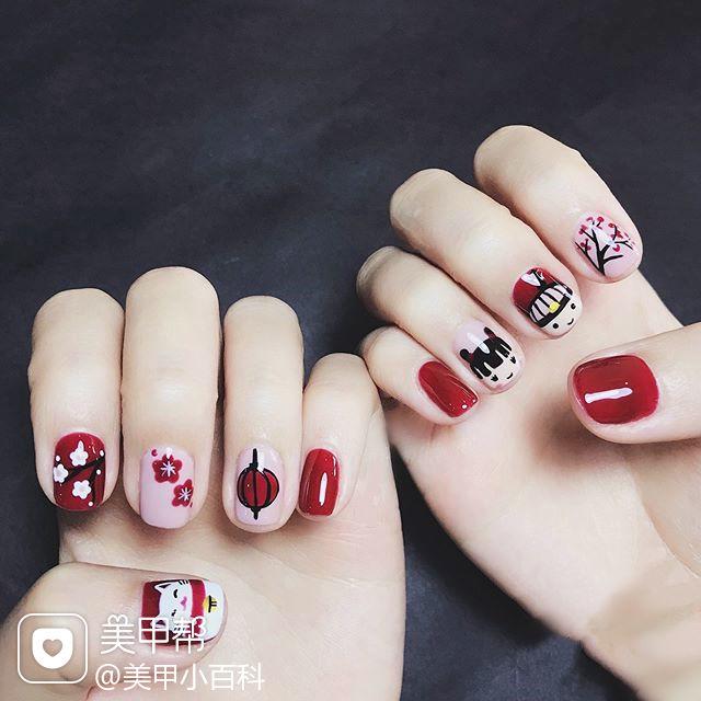 方圆形红色白色黑色手绘新年可爱招财猫美甲图片