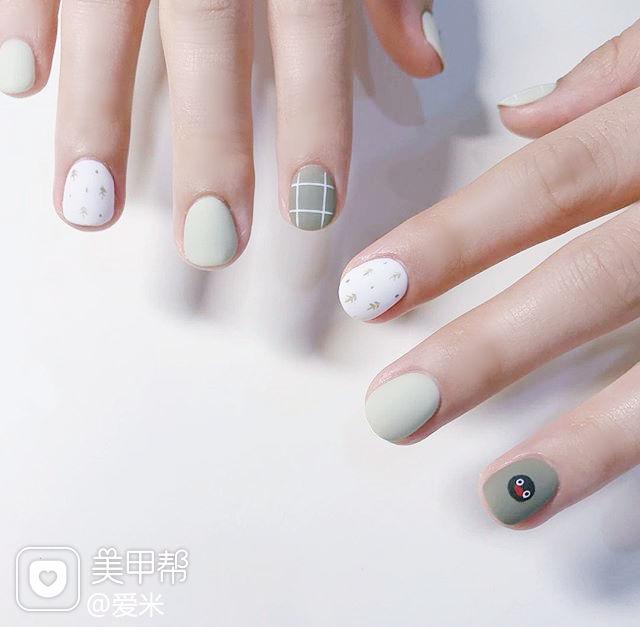 圆形绿色白色手绘可爱磨砂短指甲美甲图片