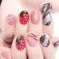 圆形红色粉色棕色手绘巧克力草莓美甲图片