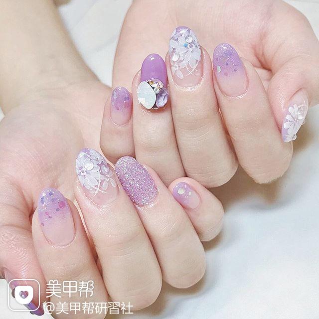圆形紫色白色雕花钻日式美甲图片