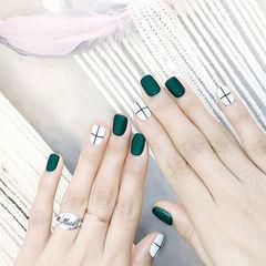 方圆形绿色白色线条磨砂跳色美甲图片