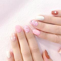 方圆形粉色白色手绘花朵磨砂美甲图片