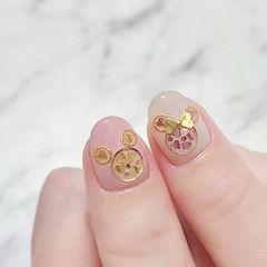 圆形粉色裸色亮片可爱美甲图片