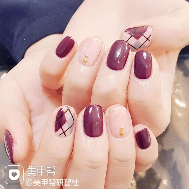 圆形紫色裸色菱形美甲图片