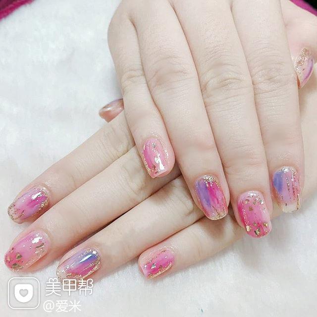 方圆形粉色紫色晕染金箔美甲图片