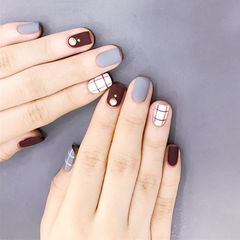 方圆形棕色灰色白色格子磨砂跳色珍珠美甲图片