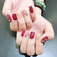 方圆形红色粉色金色手绘花朵跳色新年美甲图片