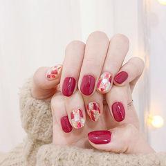 圆形红色贝壳片新年美甲图片