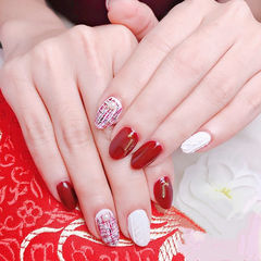 圆形红色白色手绘毛呢毛衣纹美甲图片