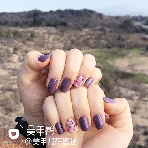 方圆形紫色贝壳片美甲图片