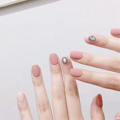 方圆形粉色饰品磨砂简约美甲图片