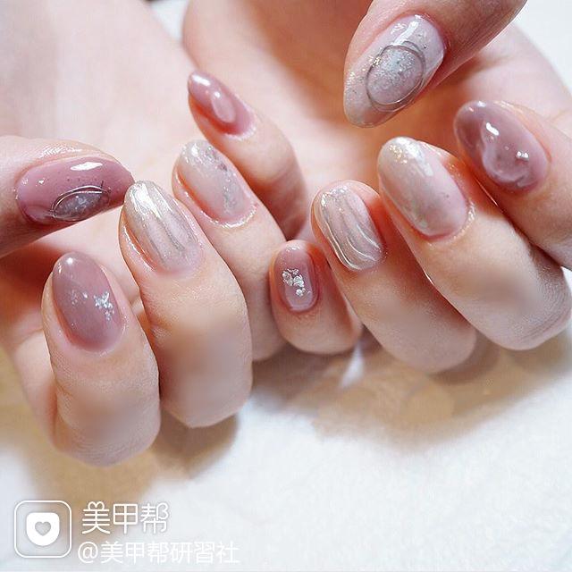 圆形粉色银色水波纹日式简约上班族美甲图片