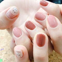 圆形粉色焦糖色裸色手绘小猪可爱新年跳色美甲图片