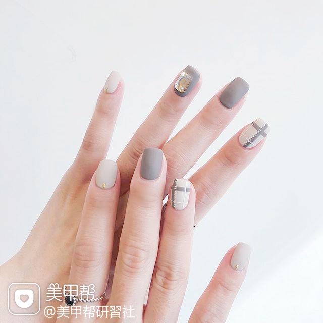 方圆形灰色白色钻线条磨砂美甲图片