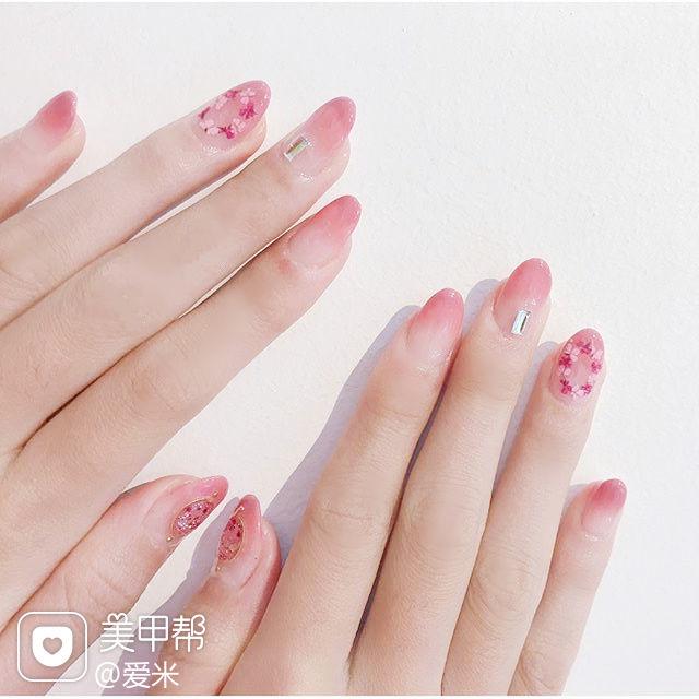 圆形粉色渐变干花简约上班族美甲图片
