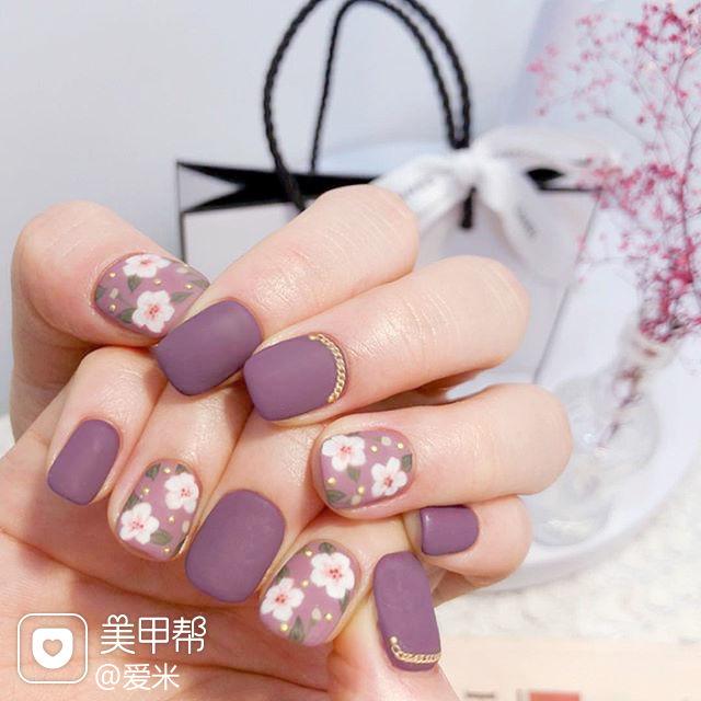 方圆形紫色白色手绘花朵磨砂美甲图片