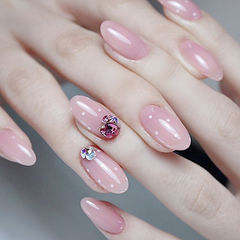 圆形粉色钻波点美甲图片