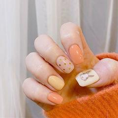 方圆形橙色黄色兔子可爱亮片跳色美甲图片