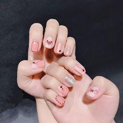 方圆形粉色银色手绘小猪新年可爱美甲图片