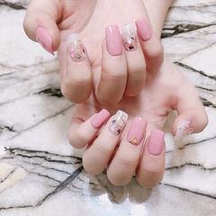 方圆形粉色贝壳片美甲图片