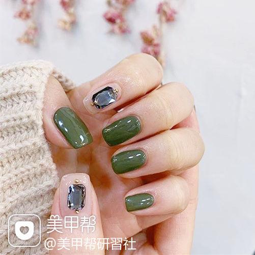 方圆形绿色裸色钻美甲图片