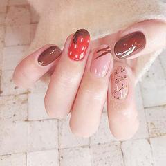 圆形粉色棕色手绘草莓巧克力美甲图片