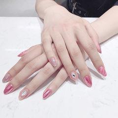 圆形粉色钻镜面美甲图片