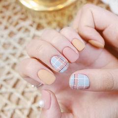 方圆形粉色蓝色黄色格纹磨砂跳色美甲图片