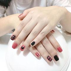 方圆形粉色黑色格纹心形美甲图片