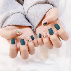 方圆形绿色磨砂裸色钻美甲图片