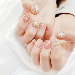 方圆形粉色珍珠钻美甲图片