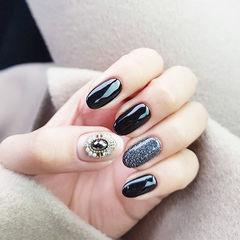 圆形黑色钻美甲图片