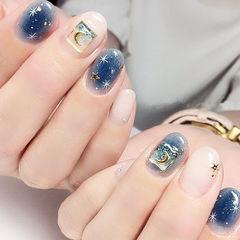 圆形蓝色白色金属饰品星月美甲图片