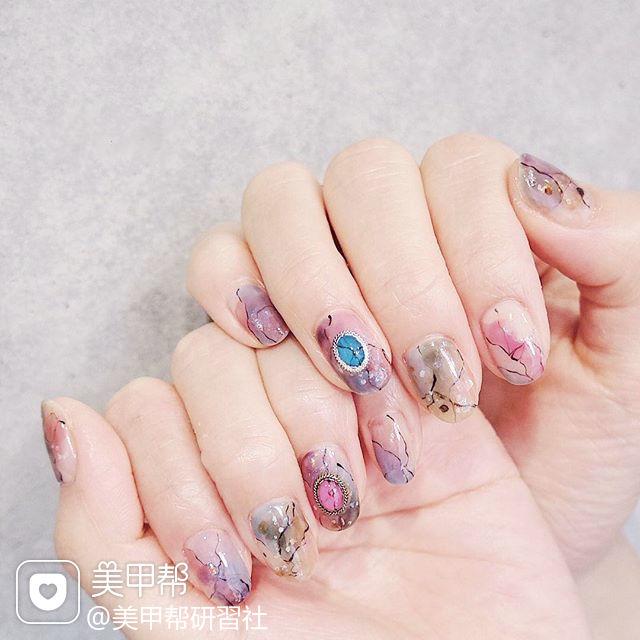圆形紫色粉色棕色手绘晕染石纹日式美甲图片