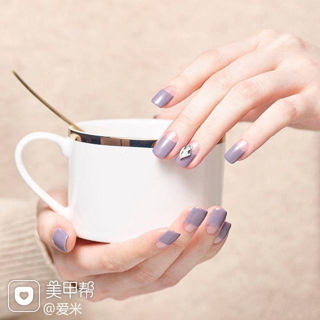 圆形紫色钻反法式简约美甲图片