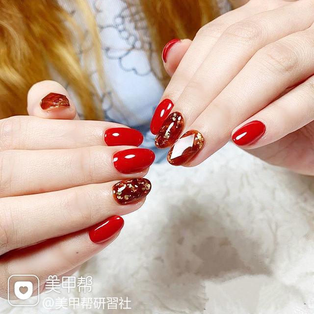 圆形红色宝石日式金箔新年美甲图片